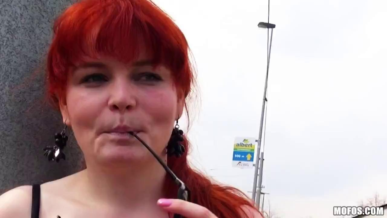 Public Pickups Full Potting Her Two-Lips In The Park